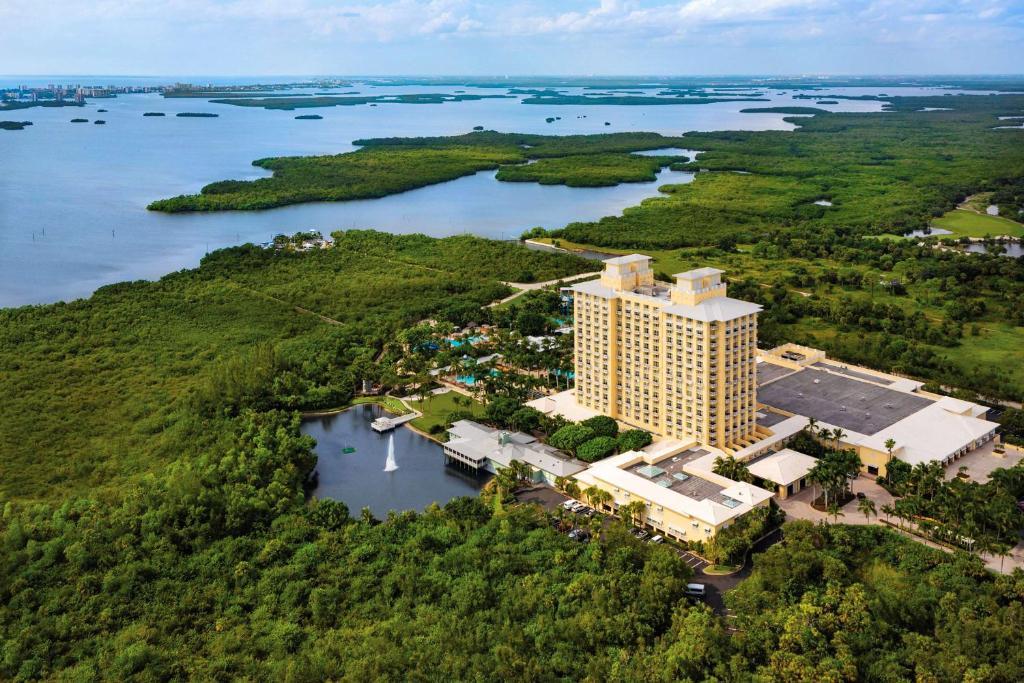 Hyatt Regency Coconut Point Resort & Spa Near Naples с высоты птичьего полета