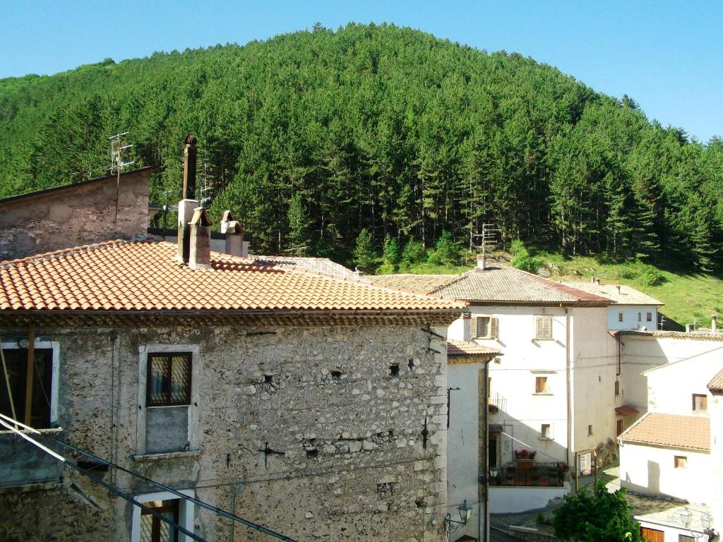 House with 2 bedrooms in San Sebastiano with wonderful mountain view furnished terrace and WiFi 17 km from the slopes