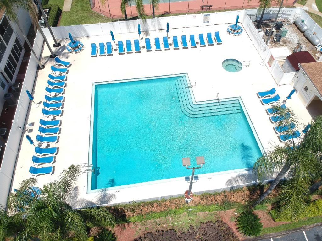 A view of the pool at Grand Palms - Near Disney or nearby
