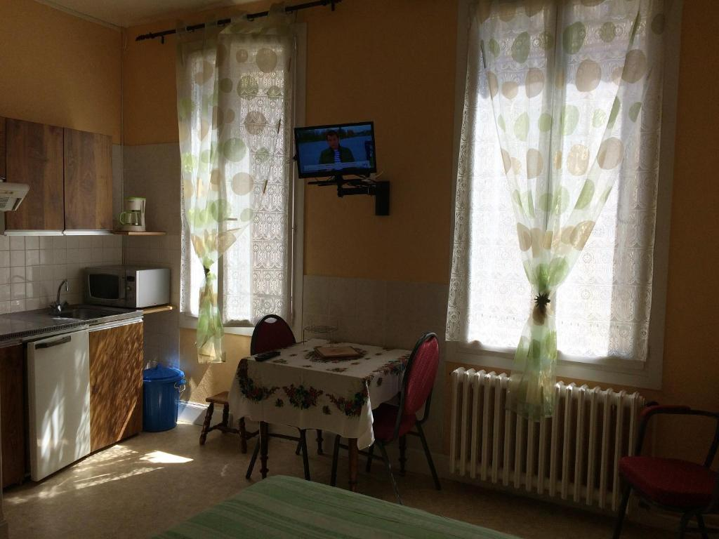 Studio in NerislesBains with wonderful city view enclosed garden and WiFi