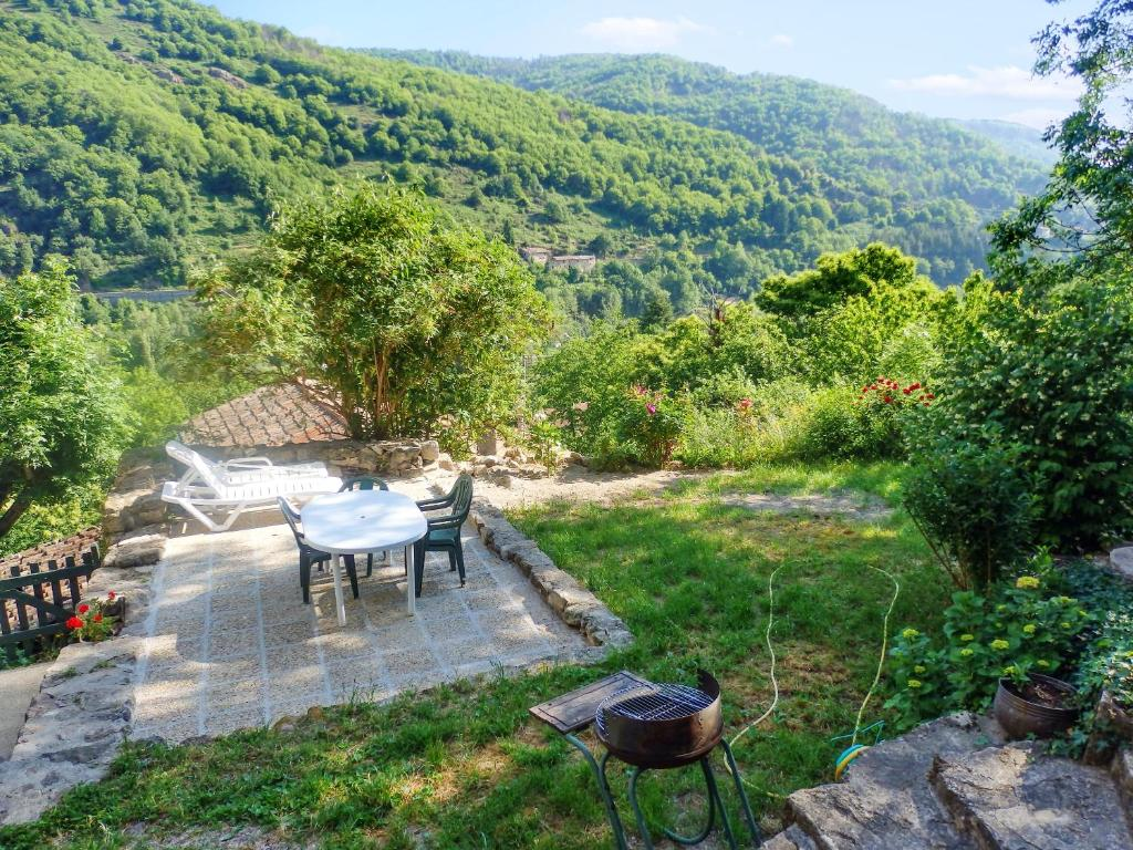 Apartment with 2 bedrooms in Thueyts with wonderful mountain view furnished garden and WiFi 15 km from the slopes