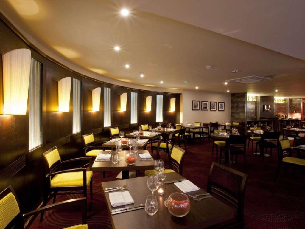 A restaurant or other place to eat at Gloucester Robinswood Hotel, BW Signature Collection