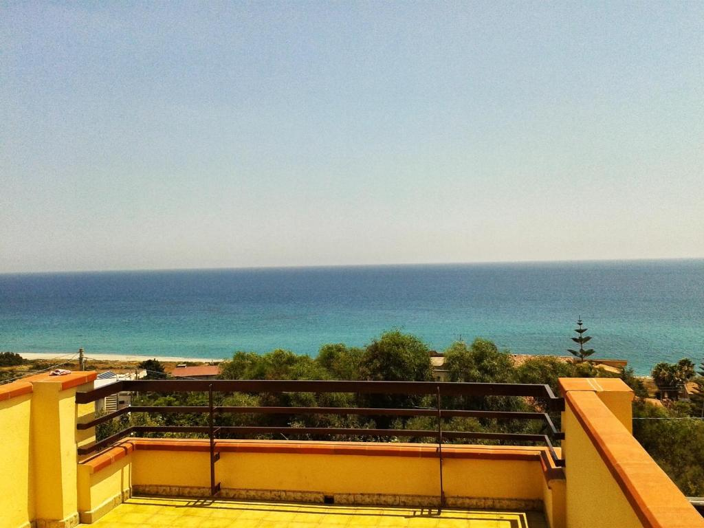 Apartment with 2 bedrooms in Brancaleone Marina with wonderful sea view and enclosed garden 200 m from the beach