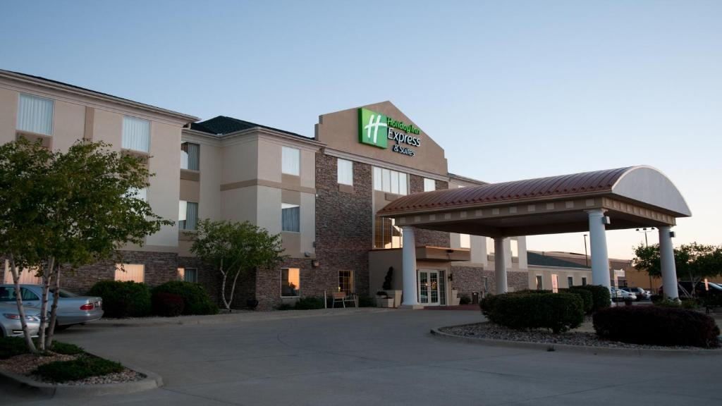 Holiday Inn Express Hotel & Suites Bloomington-Normal University Area
