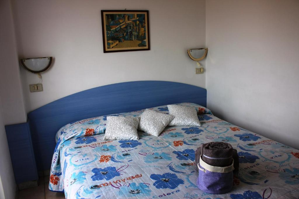 A bed or beds in a room at Cam Sea View Apartment