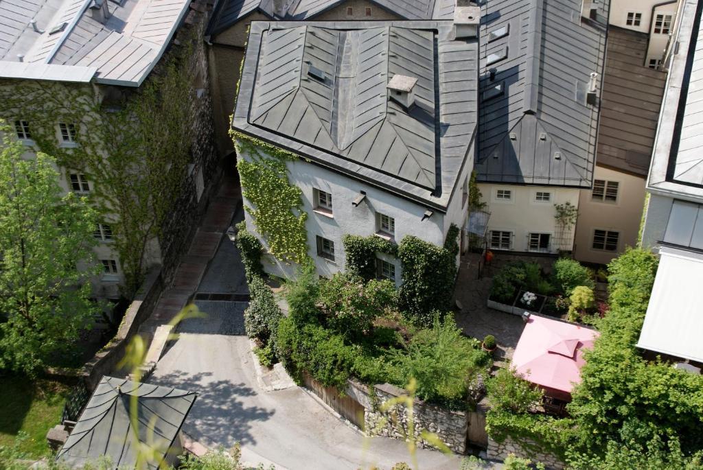 Blick auf Kapuzinerberg Apartments aus der Vogelperspektive