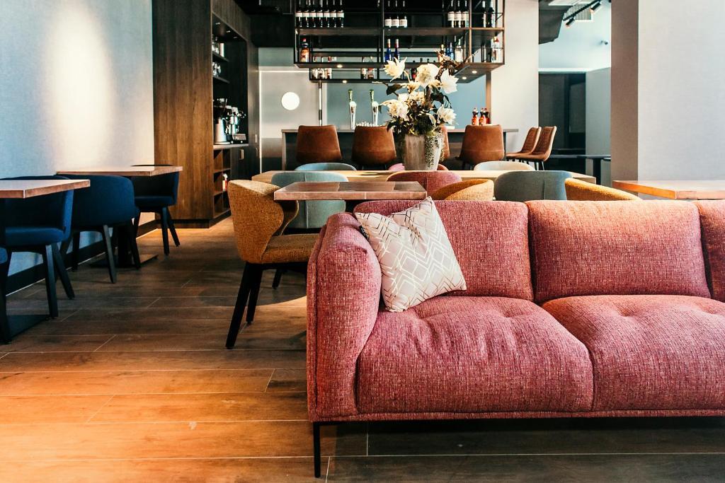 De lounge of bar bij Amsterdam Beach Hotel