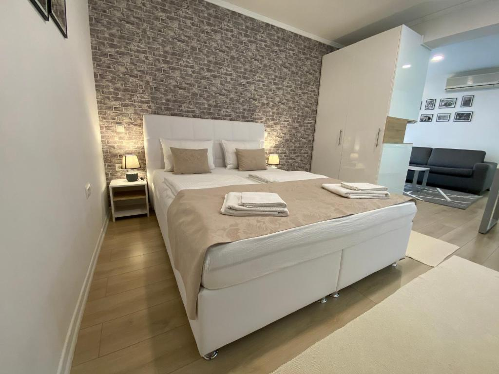 A bed or beds in a room at Apartments & Rooms Mostar Story