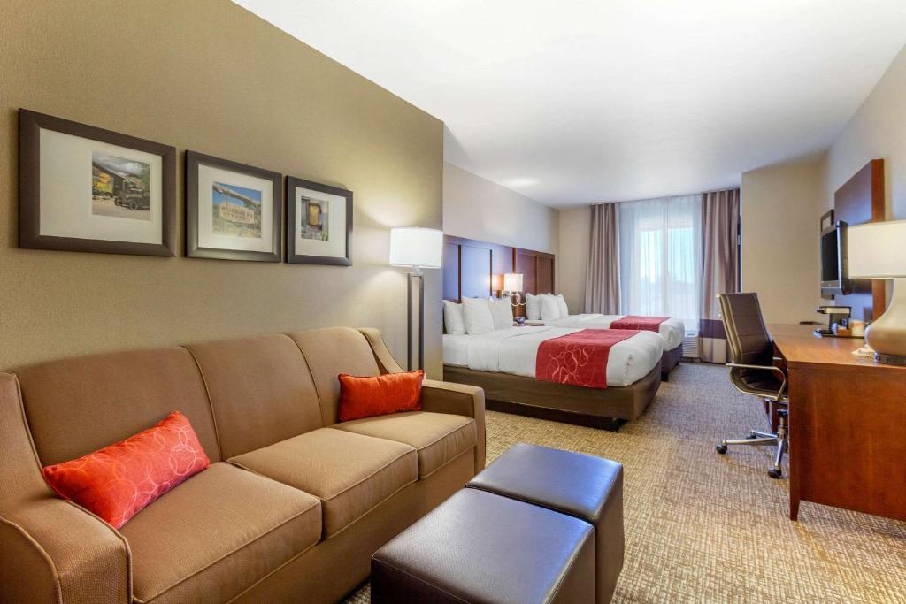 Comfort Suites Glendale - State Farm Stadium Area