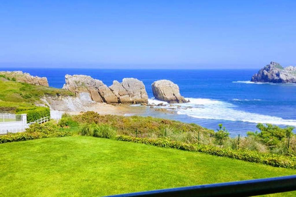 House with 5 bedrooms in Cantabria with wonderful sea view enclosed garden and WiFi 50 m from the beach