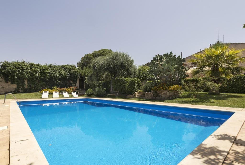 The swimming pool at or near Apartment with 2 bedrooms in Chiaramonte Gulfi with shared pool enclosed garden and WiFi