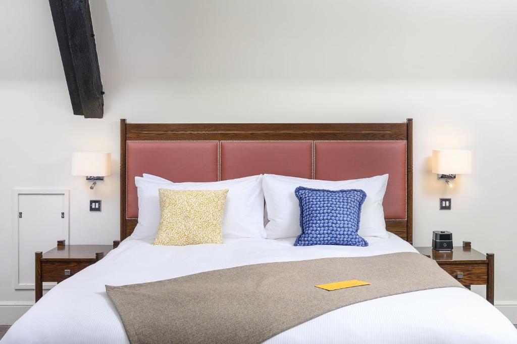 A bed or beds in a room at voco - Oxford Thames