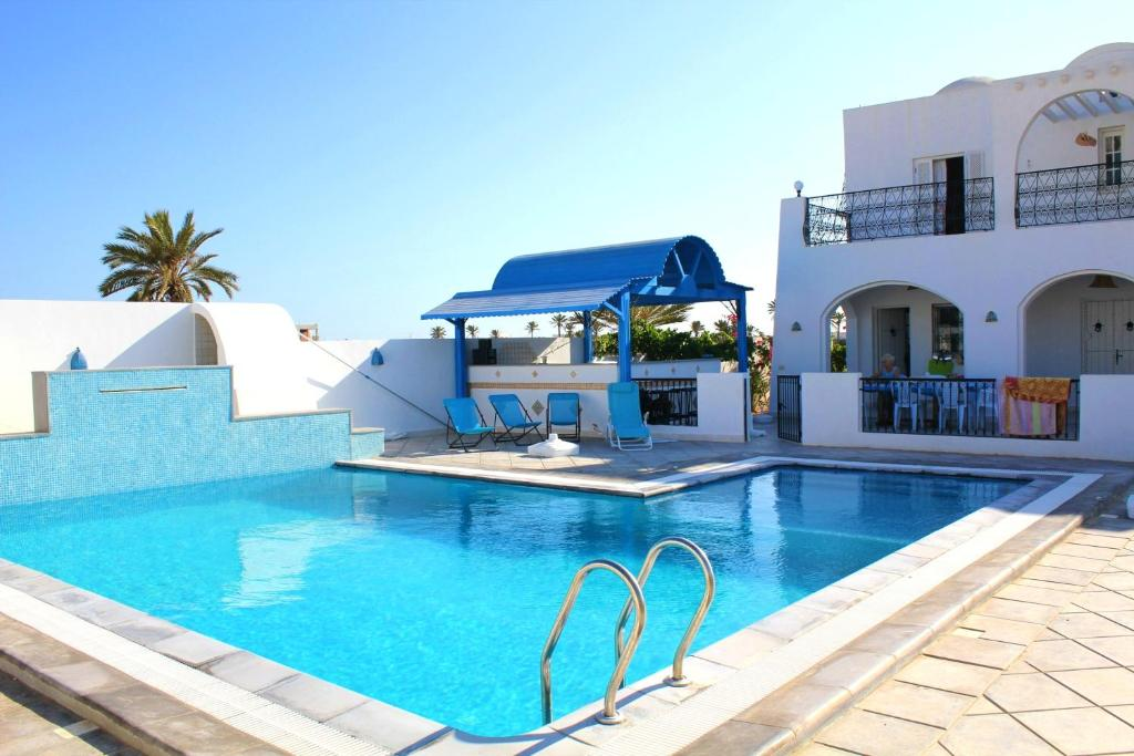 The swimming pool at or near Villa with 5 bedrooms in Djerba with private pool enclosed garden and WiFi 1 km from the beach