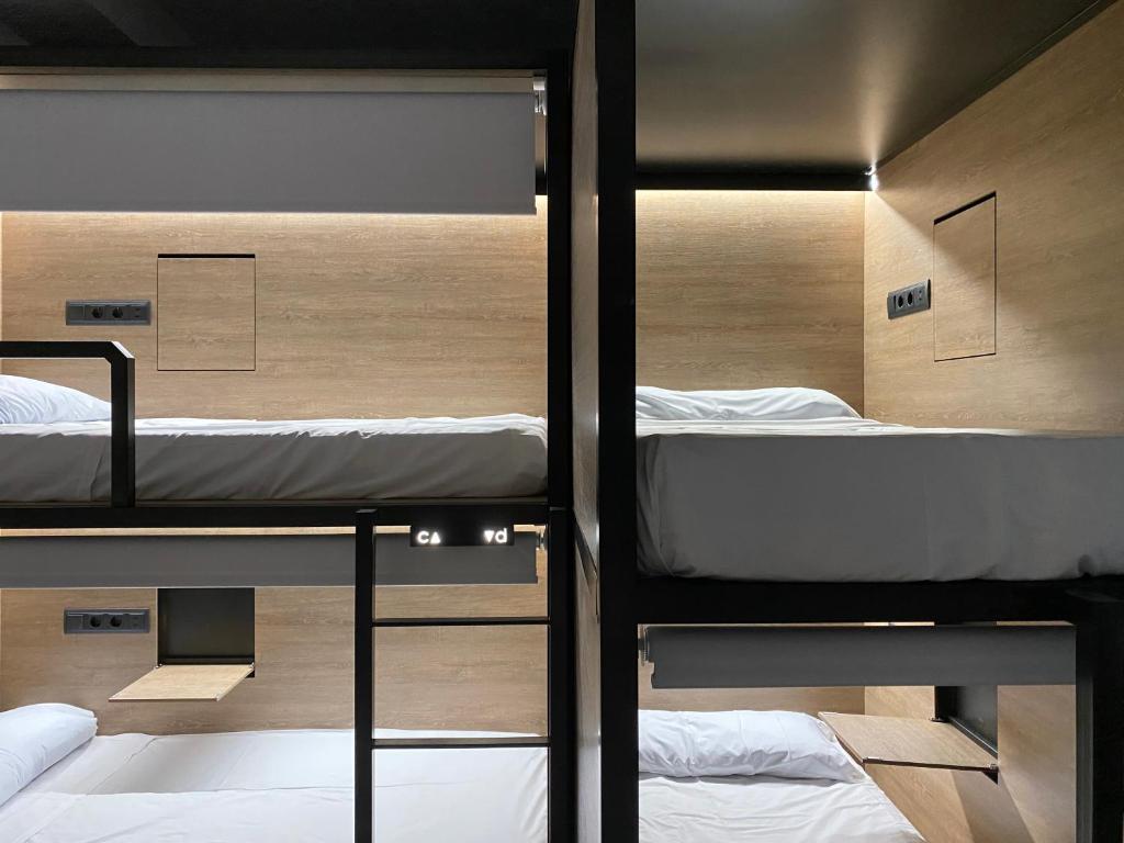 Letto o letti a castello in una camera di Madrid Motion Hostels