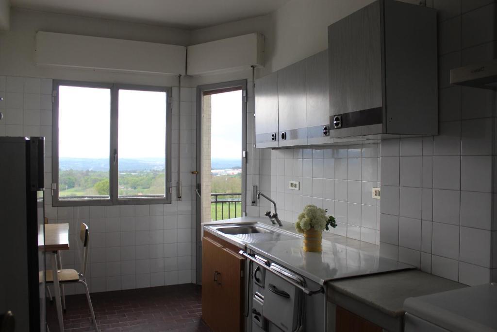 A kitchen or kitchenette at Albergue Turístico Silleda