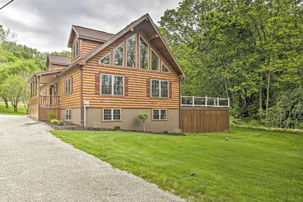 Pet-Friendly Clarke Lake Cabin with Deck, Water View