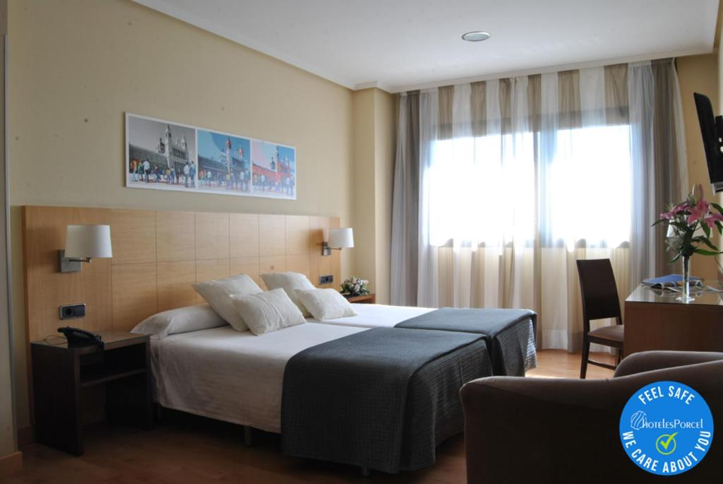 A bed or beds in a room at Avant Torrejon