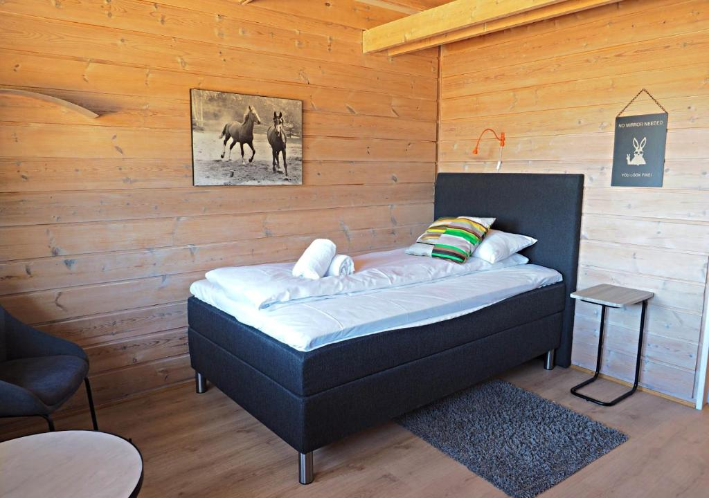 En eller flere senger på et rom på Pan Garden Åmli Hotel