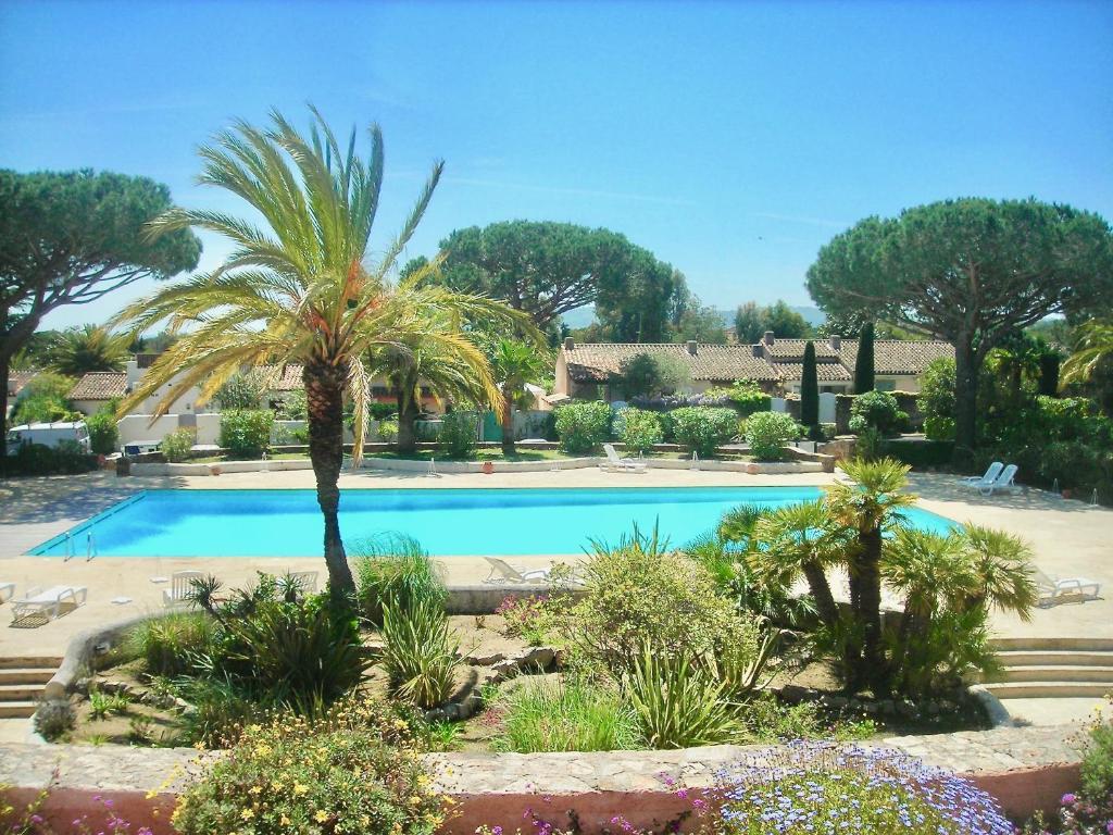 The swimming pool at or close to Villarama