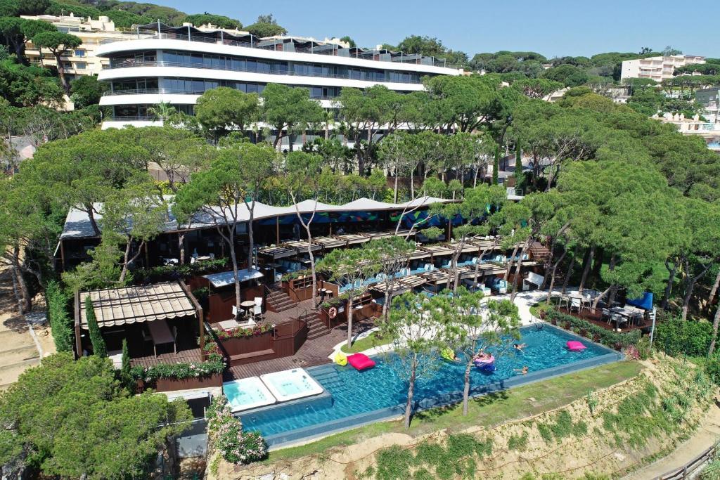 A bird's-eye view of Alàbriga Hotel Spa & HomeSuites GL