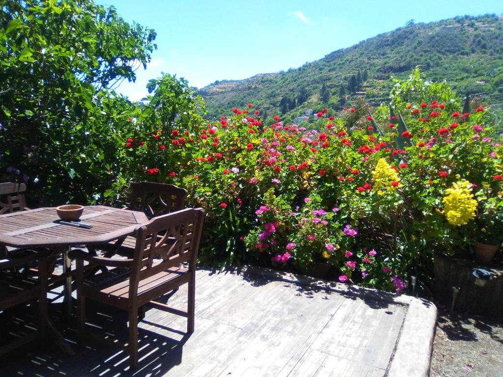 House with one bedroom in Las Lagunetas Vega de San Mateo with wonderful mountain view furnished terrace and WiFi 30 km from the beach