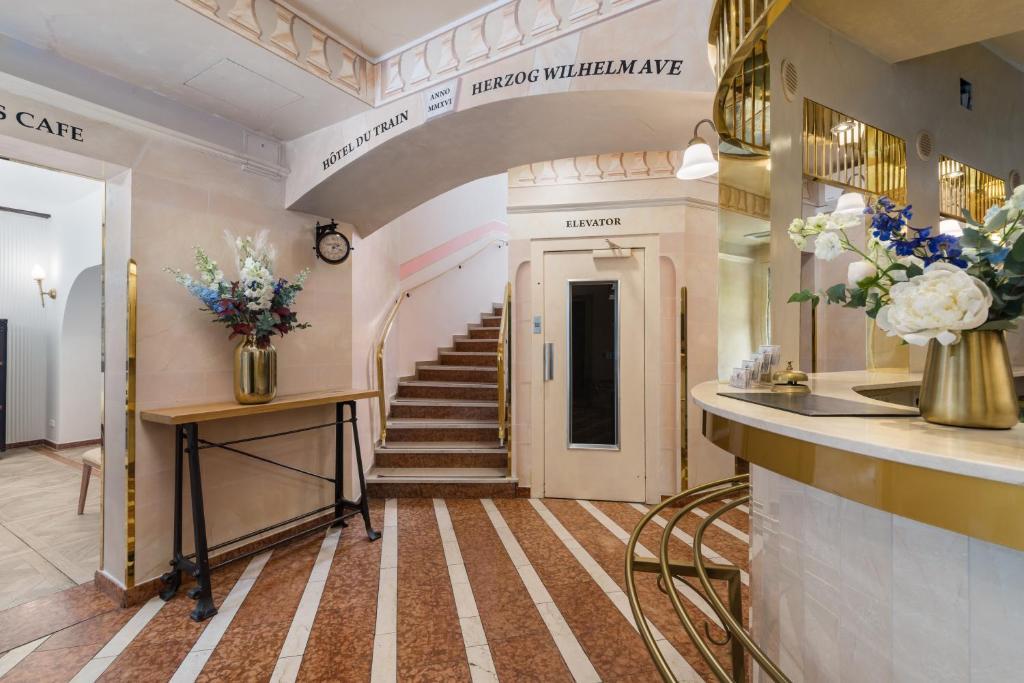 The lobby or reception area at Hôtel du Train
