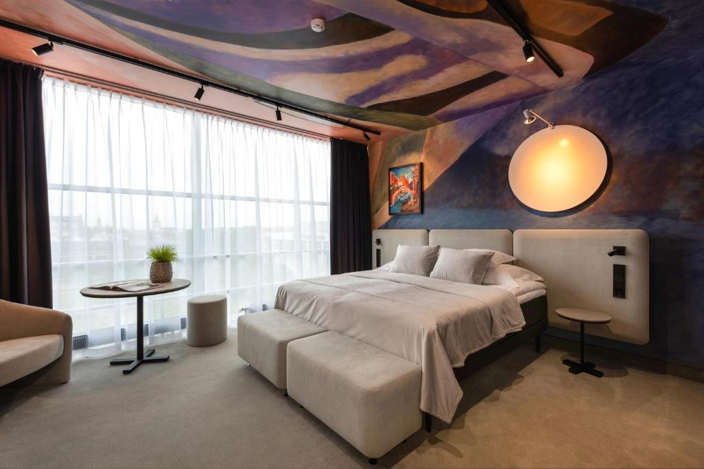 A bed or beds in a room at Art Hotel Pallas by Tartuhotels