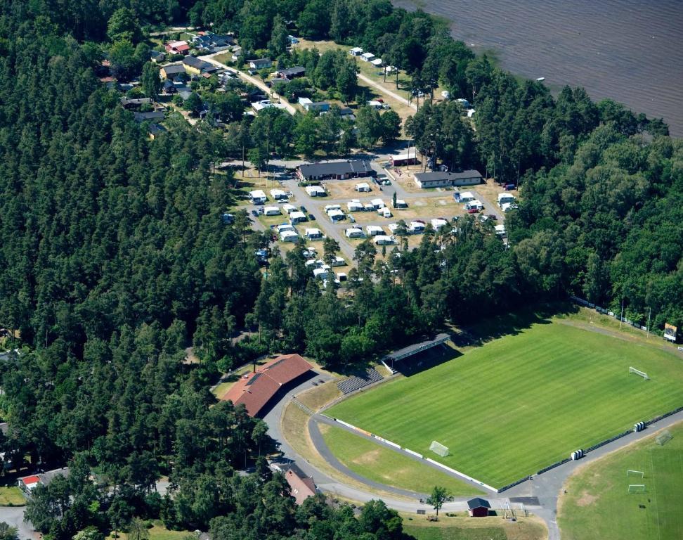 Ett flygfoto av Bromölla Camping o Vandrarhem