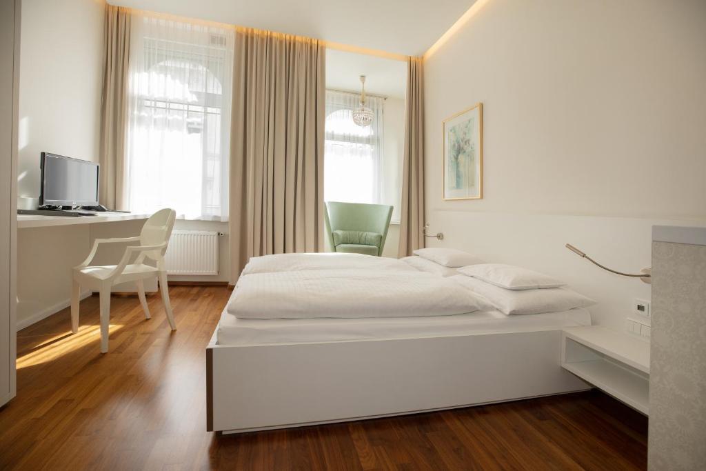 Ein Bett oder Betten in einem Zimmer der Unterkunft Hotel Gollner