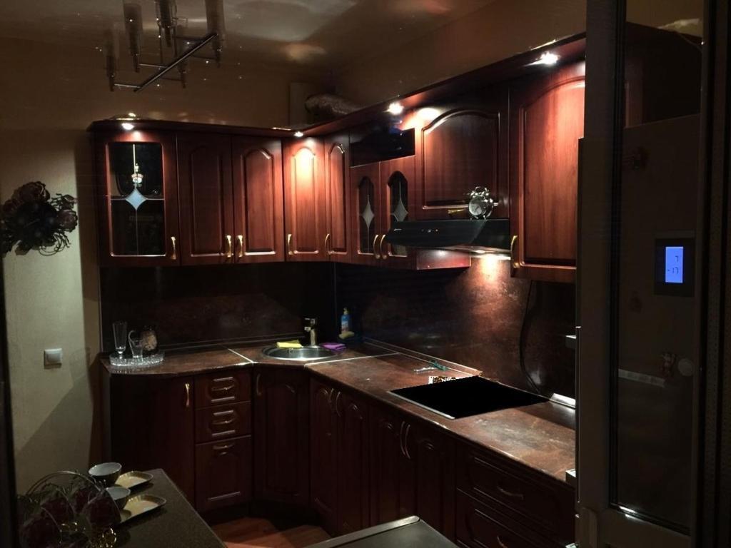 A kitchen or kitchenette at Apartments on Berezhok