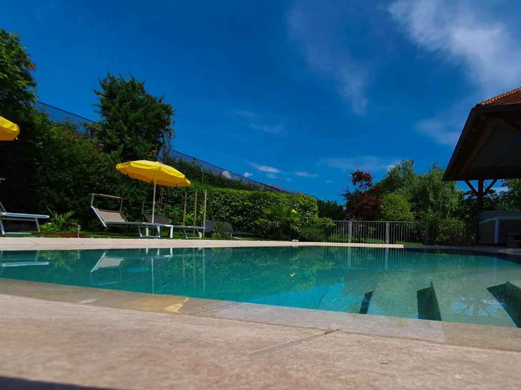 Der Swimmingpool an oder in der Nähe von Hotel FleurAlp