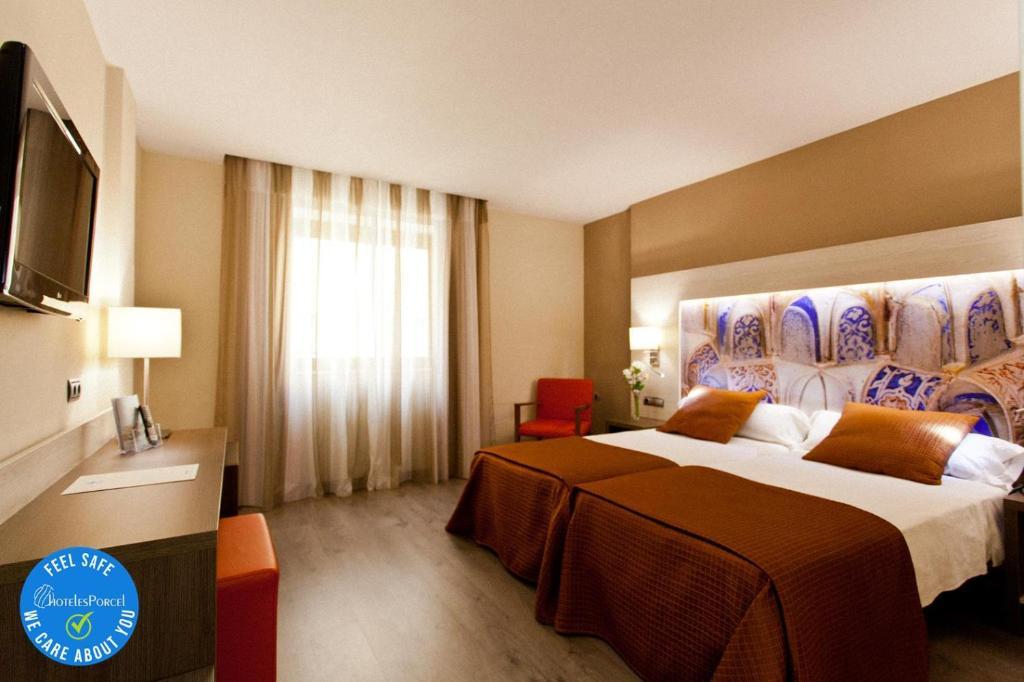 Cama o camas de una habitación en Hotel Porcel Sabica