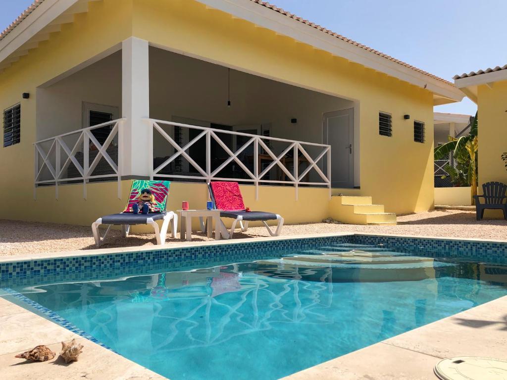 A piscina localizada em Casa Amandus ou nos arredores