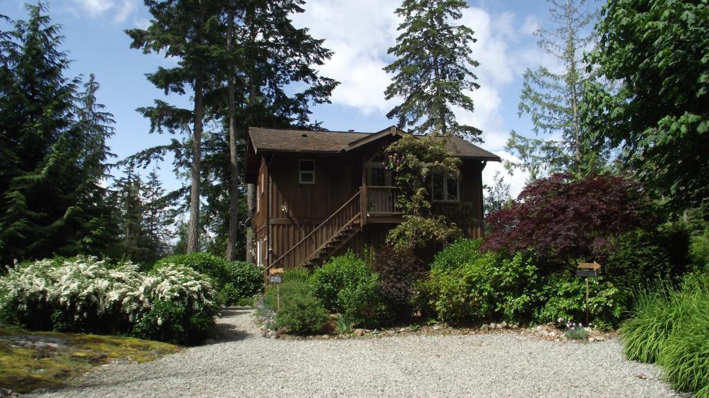 Secret Cove Cottage Suites