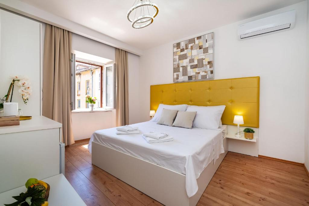 A bed or beds in a room at Luxury rooms Zadar old town