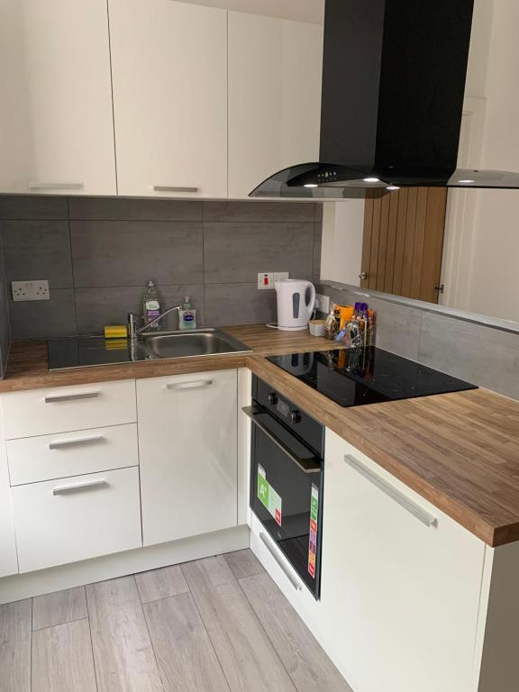 A kitchen or kitchenette at Shaw Heath