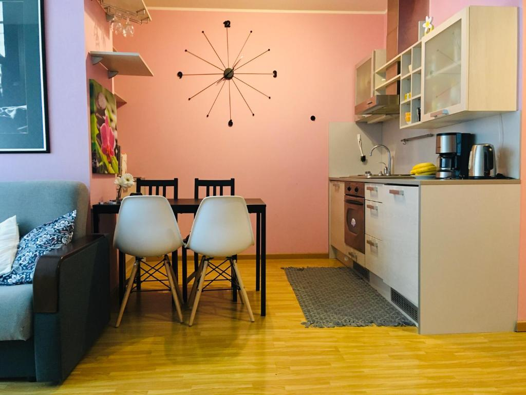 A kitchen or kitchenette at Volta Apartments Jõe