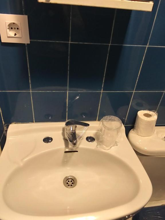 A bathroom at pension ureña Playa Isla