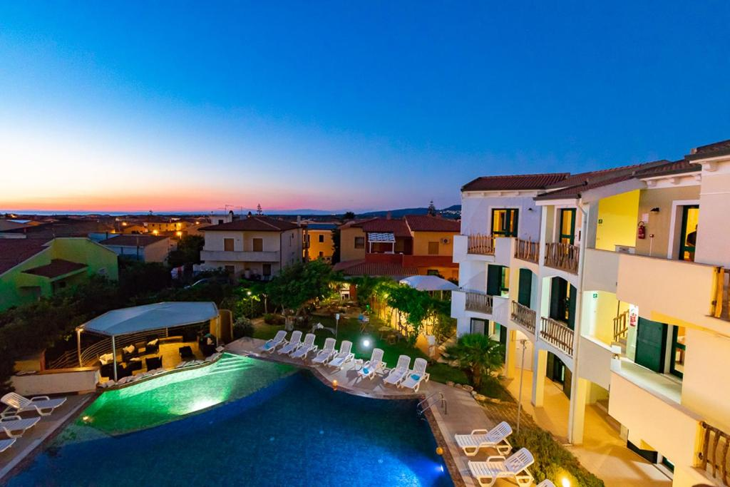 A view of the pool at Hotel Ariadimari or nearby