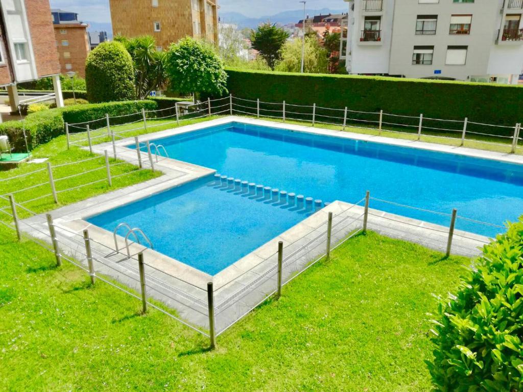 The swimming pool at or near Apartamento Valdenoja Playa Sardinero