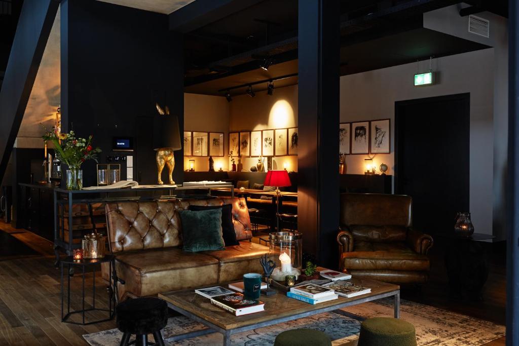 The lounge or bar area at hotel friends Essen Zeche Zollverein
