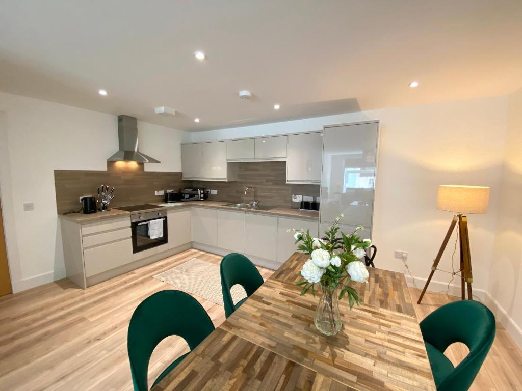 A kitchen or kitchenette at High Street Luxury City Centre Apartment, 2 Bed