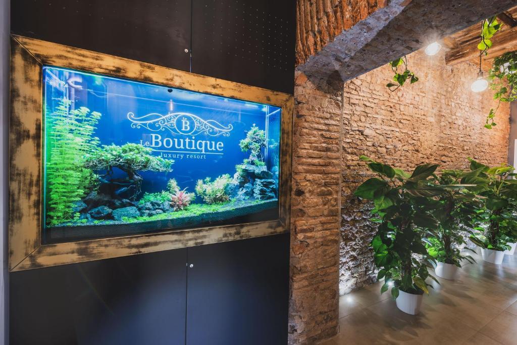TV o dispositivi per l'intrattenimento presso Le Boutique Luxury Resort
