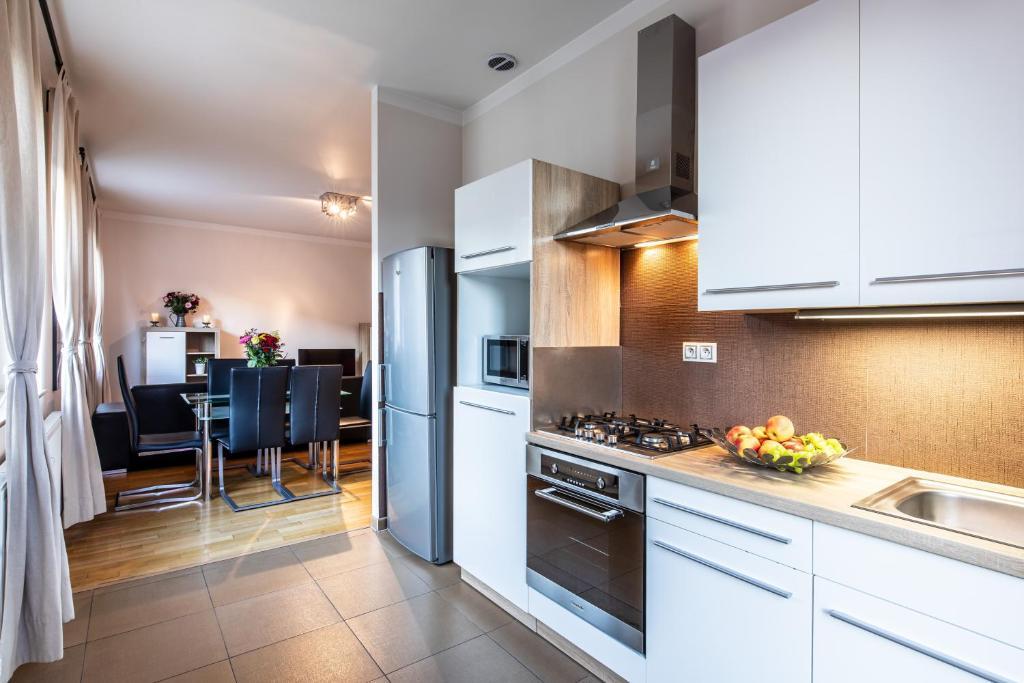A kitchen or kitchenette at Rezidence Čertovka
