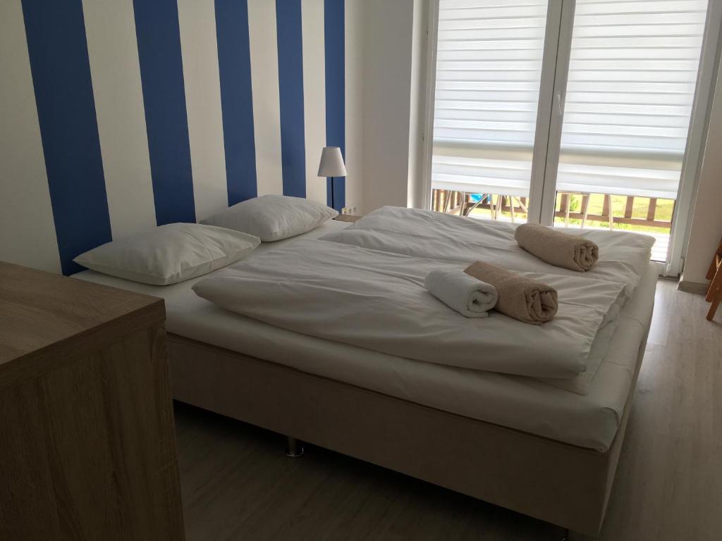 Łóżko lub łóżka w pokoju w obiekcie Apartamenty Owocowe