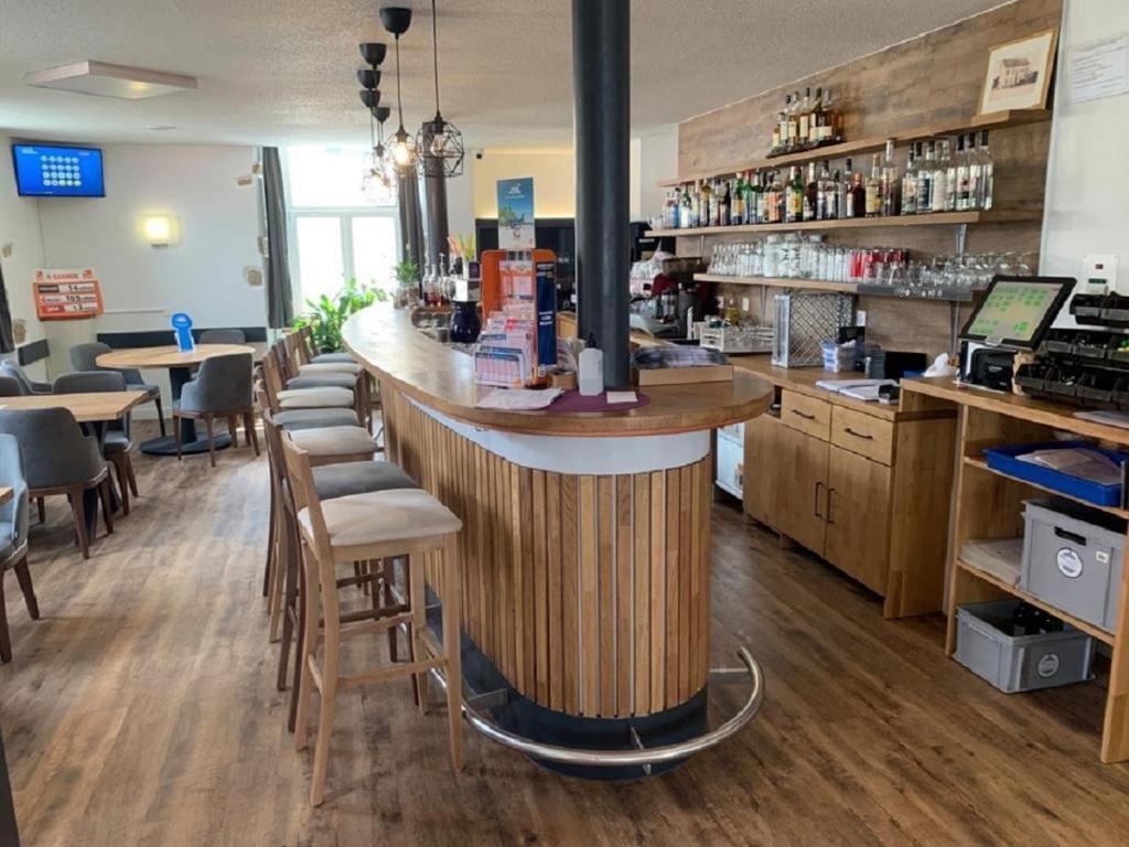 Lounge oder Bar in der Unterkunft Hôtel de L'Ours