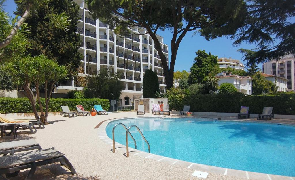 The swimming pool at or close to Résidence Residéal Premium Cannes