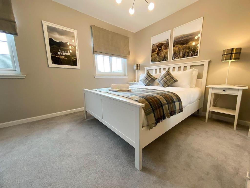 A bed or beds in a room at Modern Luxury 2bed Scottish Home
