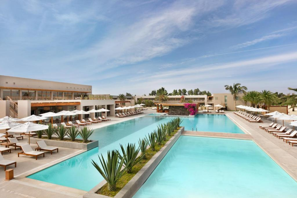 The swimming pool at or close to DoubleTree Resort by Hilton Paracas