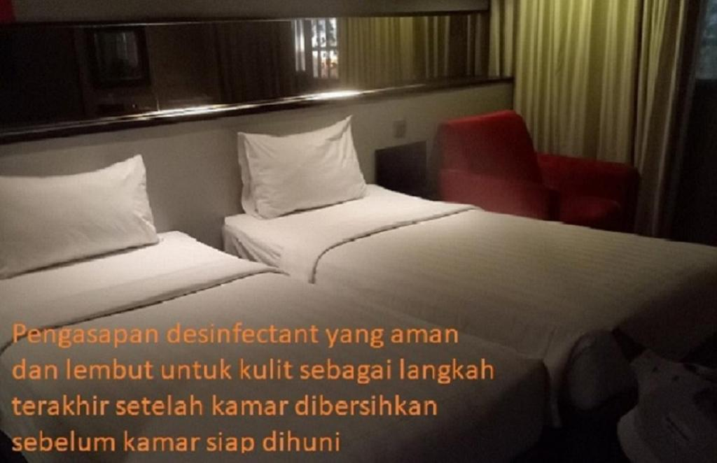 A bed or beds in a room at Cabin Hotel